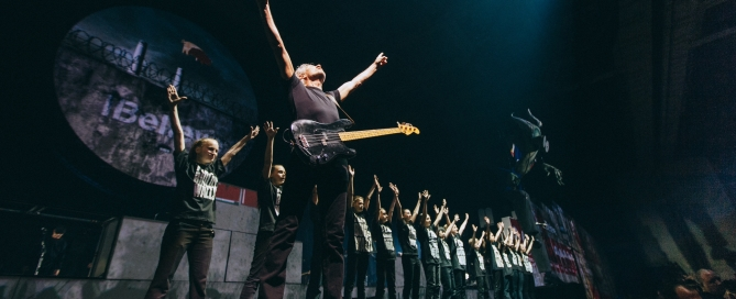 ROGER_WATERS_1 - ARMS UP WITH WALL KIDS