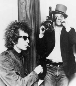 DONT LOOK BACK - PENNEBAKER WITH CAMERA AND DYLAN