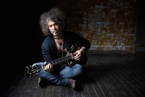 Doyle_Bramhall_II_SEATED by_Danny_Clinch